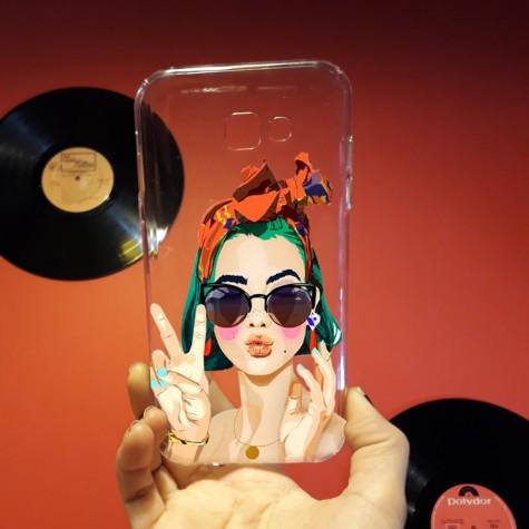 Gözlüklü Kadın Retro Telefon Kılıfı